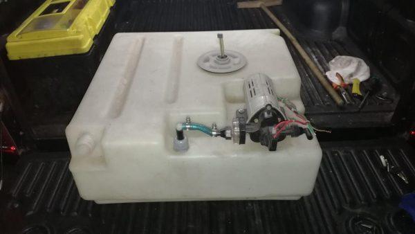 Бак для воды. 90 л. с насосом
