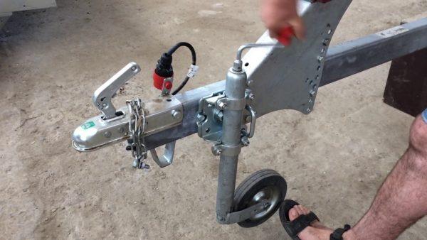 Зажимной поворотный хомут AL-KO для опорного колеса. Диаметр 48 1
