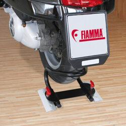 Фото — Fiamma Carry-Moto крепление для мотоцикла в гараже автодома 4
