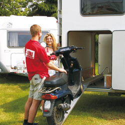 Fiamma Carry-Moto крепление для мотоцикла в гараже автодома 1