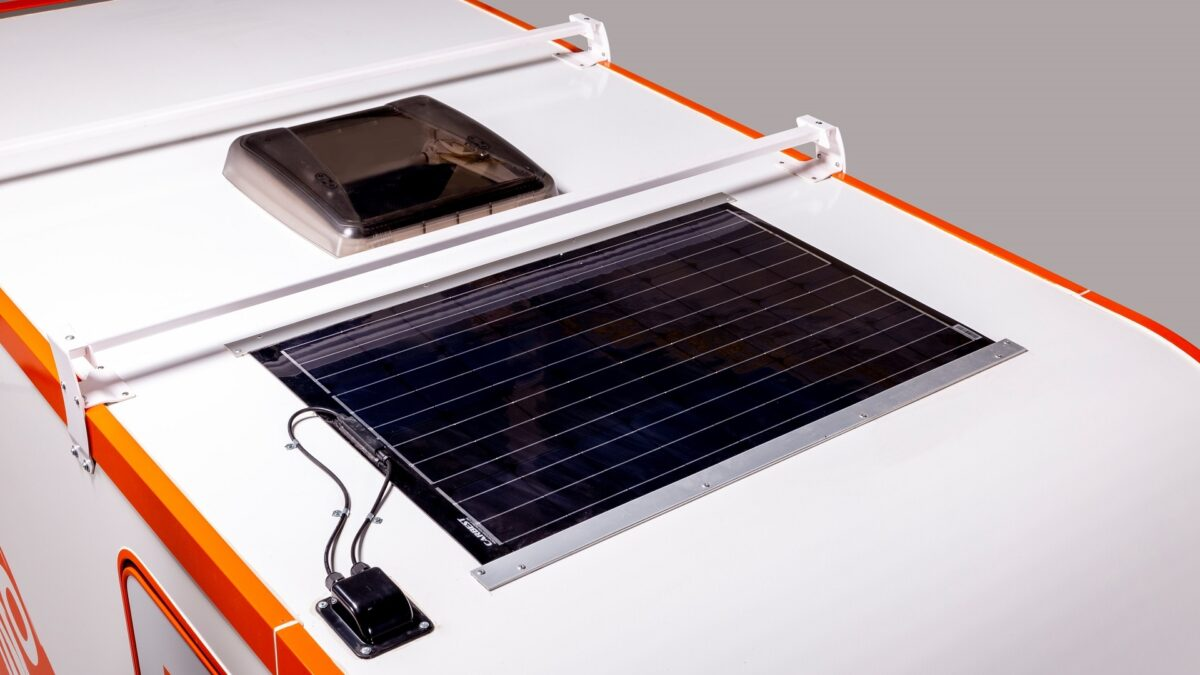 Солнечная панель Carbest на крыше дома на колесах