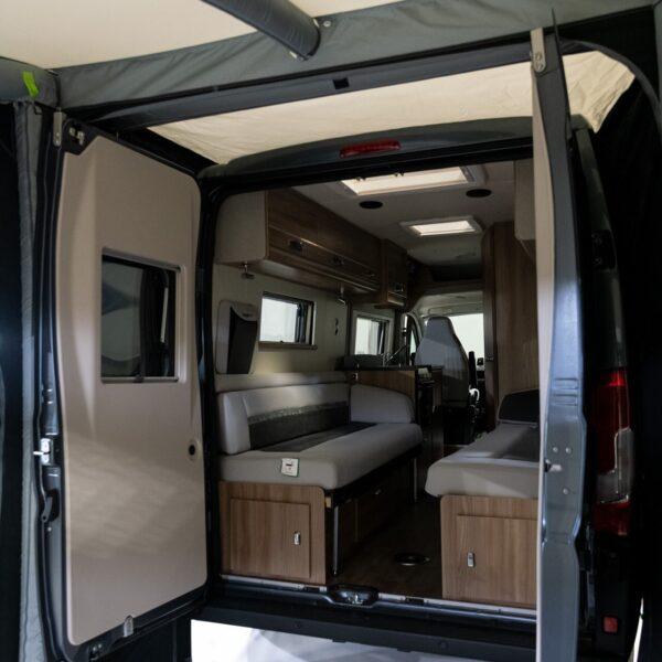 Dometic Rally Air PRO 240 T/G — самостоятельная палатка для фургона 1